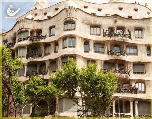 ساختمان-کازامیلا-بارسلونا-اسپانیا